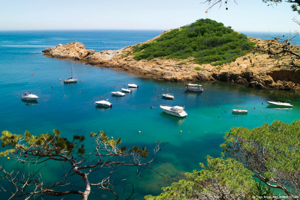 Enjoy the authentic coastal paths of the Costa Brava